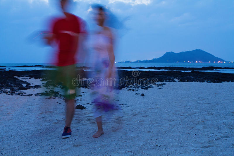 Paar op het strand stock afbeelding