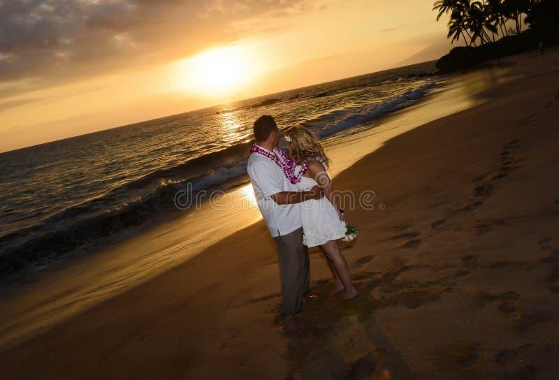 Paar op het strand van Maui royalty-vrije stock fotografie