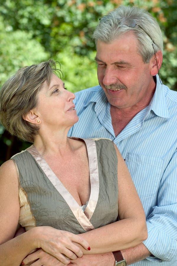 Paar op middelbare leeftijd stock fotografie
