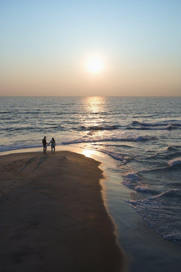 Paar op strand. royalty-vrije stock fotografie