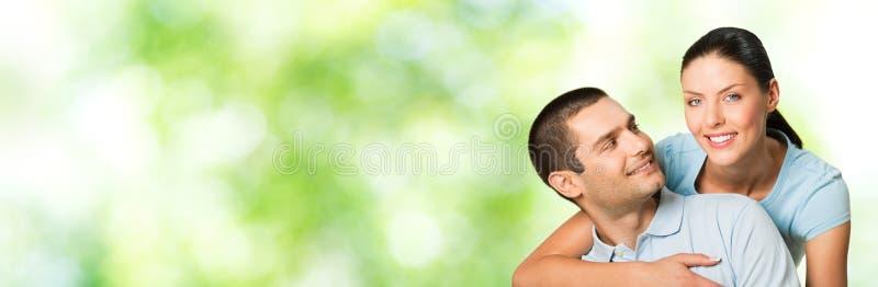 Paar, in openlucht stock afbeeldingen