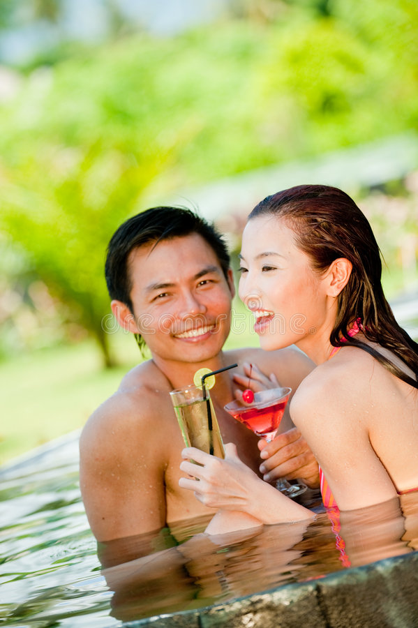 Paar in Pool royalty-vrije stock foto's