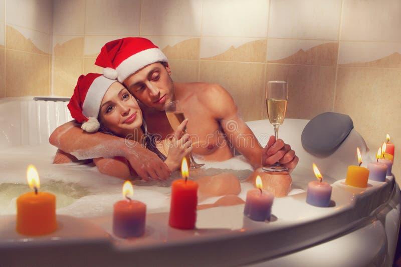 Paar in Sankt-Hüten genießt ein Bad stockfotografie