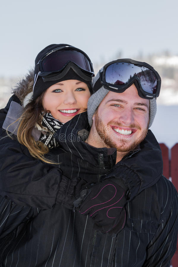 Paar in sneeuwtoestel royalty-vrije stock foto