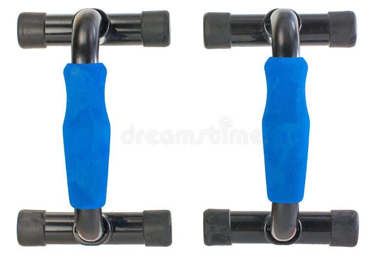 paar sporteinden voor opdrukoefeningen blauwe plastic die opdrukoefeningenhandvatten op witte achtergrond worden geïsoleerd royalty-vrije stock afbeelding
