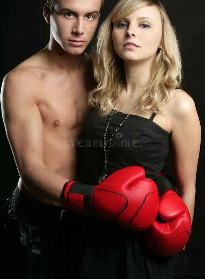 Paar van blond meisje en de knappe boksermens royalty-vrije stock foto