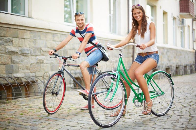 Paar van fietsers royalty-vrije stock afbeeldingen