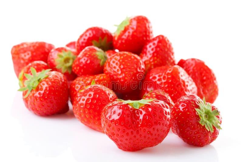 Paar van verse aardbeien in close-up stock afbeeldingen