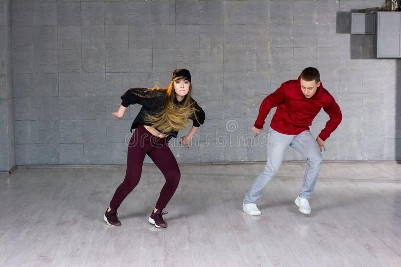 Paar van vrij slagdansers in motie royalty-vrije stock afbeelding