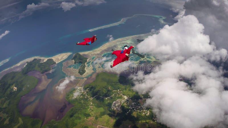 Paar Wingsuit-Vliegers in Palau stock afbeeldingen