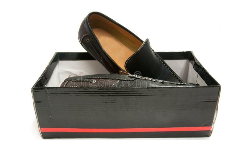 Paar zwarte mannelijke schoenen in doos royalty-vrije stock foto's