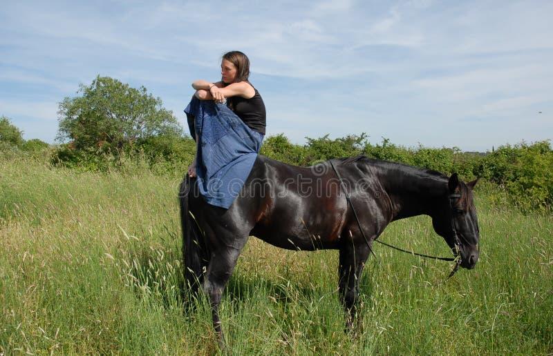 Paard en droevige tiener royalty-vrije stock fotografie