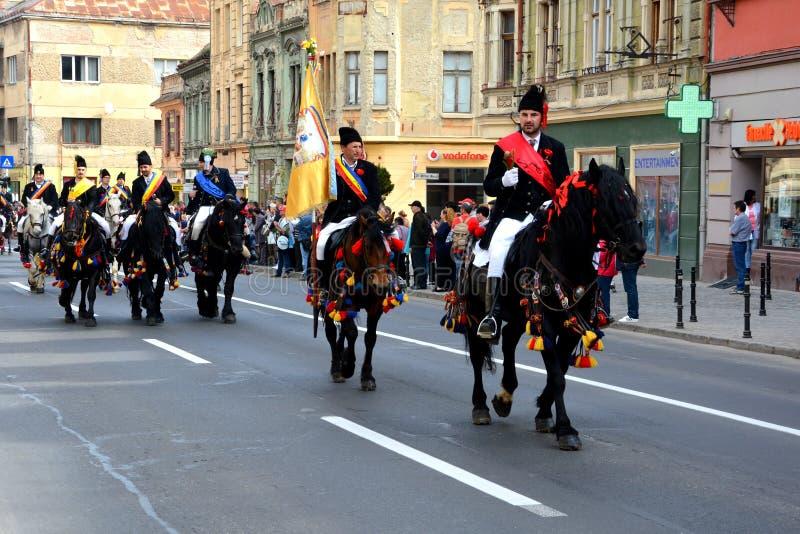 Paarden en ruiters tijdens de parade van Brasov Juni royalty-vrije stock afbeeldingen