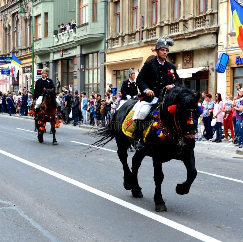 Paarden en ruiters tijdens de parade van Brasov Juni royalty-vrije stock foto