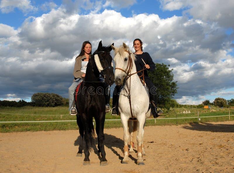 Paarden en vrouwen stock foto's