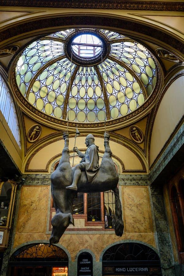 Paardstandbeeld David Cerny royalty-vrije stock afbeelding