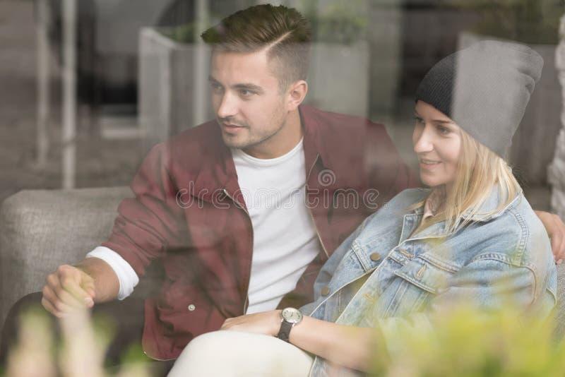 Paare auf Datum stockfotos