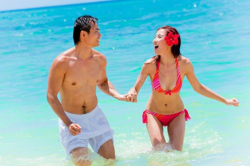 Paare auf Ferien stockfotos
