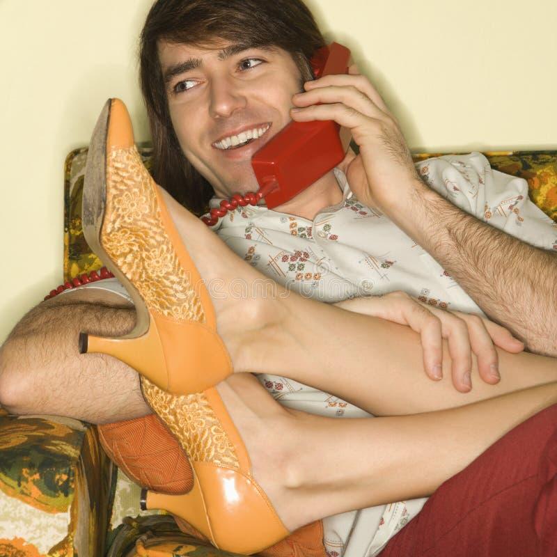 Paare auf Sofa. stockfoto