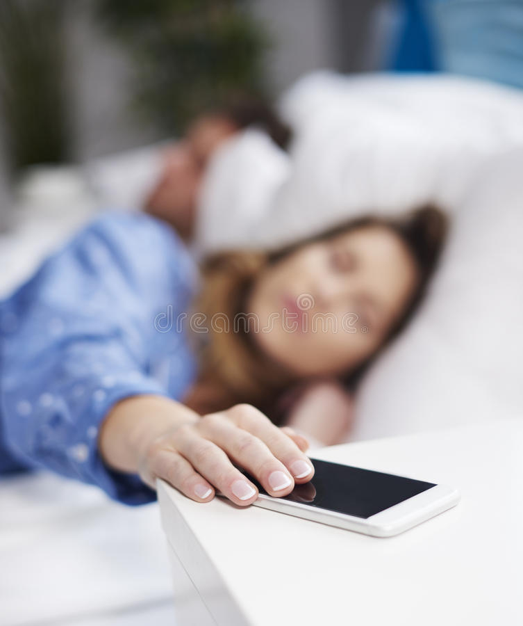 Paare am Bett lizenzfreie stockfotografie