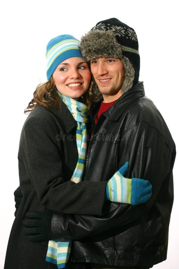 Paare in den Wintermänteln stockbilder