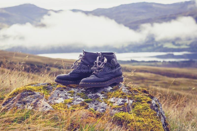 Paare Stiefel im Wald stockbild. Bild von lebensstil 58310131