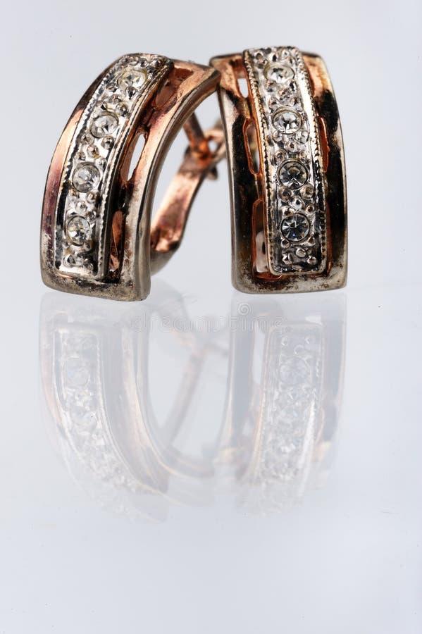 Paare der antiken Ohrringe stockbilder