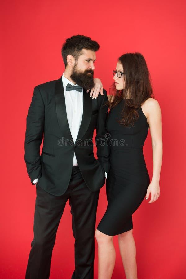 Paare in der Liebe auf Datum Geschäftstreffenmode formaler Modeblick Antrag oder Verlobungsfeier Formale Paare von lizenzfreie stockfotografie