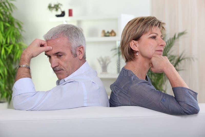 Paare, die einen Widerspruch haben stockfotos