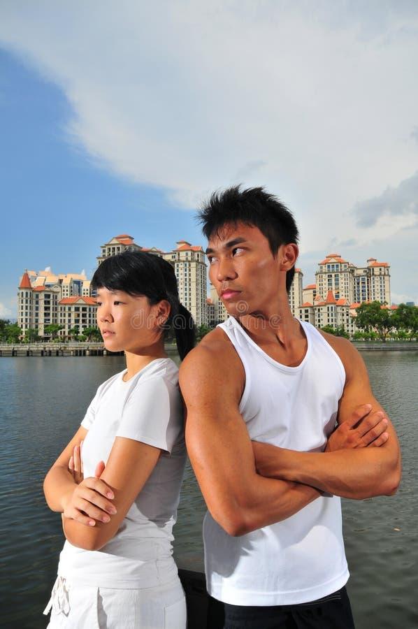 Paare, die Entscheidungen 13 treffen lizenzfreie stockbilder