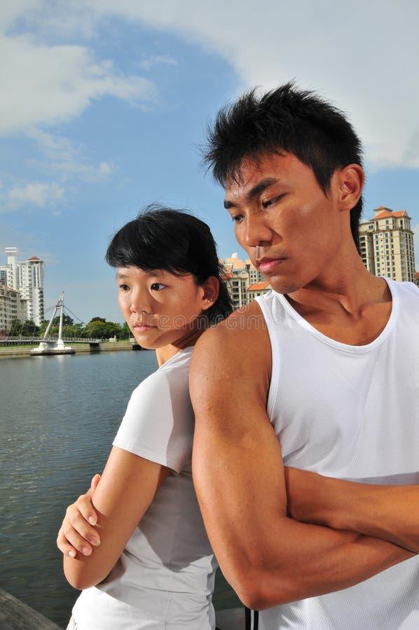 Paare, die Entscheidungen 14 treffen stockbilder