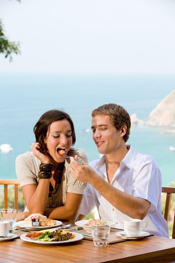 Paare, die Frühstück essen lizenzfreie stockbilder