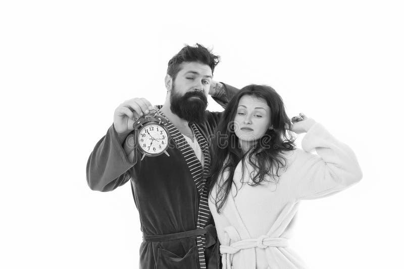 Paare, die Griffwecker wecken Familienmorgenprogramm Schaffen Sie gesundes Restregime, um genug zu schlafen Guten Morgen lizenzfreie stockfotografie