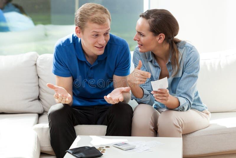 Paare, die nicht Geld haben lizenzfreies stockbild