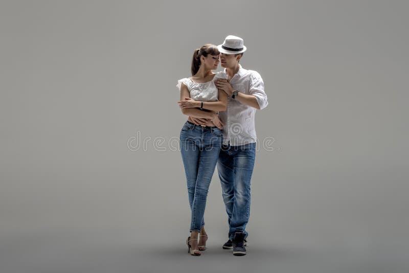 Paare, die Sozial-danse tanzen lizenzfreie stockbilder