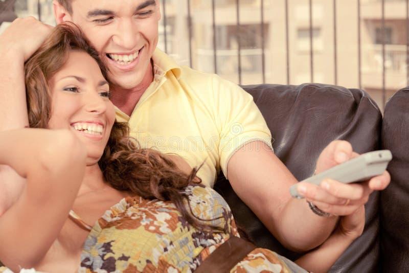 Paare, die Spaß zusammen haben lizenzfreies stockbild