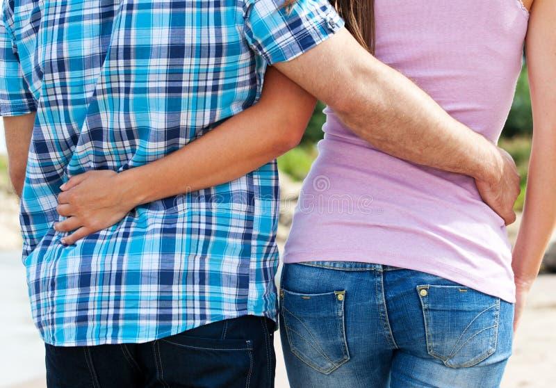 Paare, die spazierengehen stockfoto