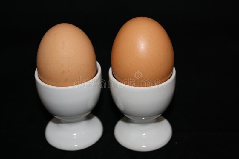 Paare Eier in den Eierbechern lizenzfreies stockbild