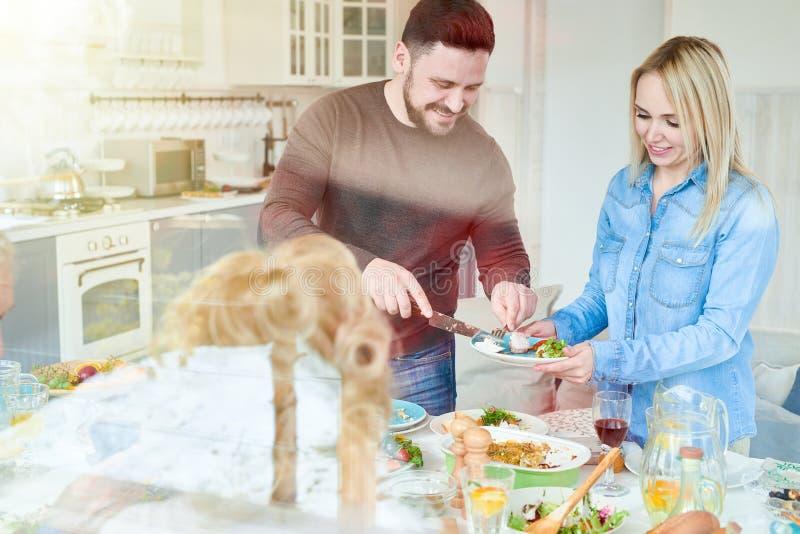 Paare am Familien-Abendessen lizenzfreies stockfoto