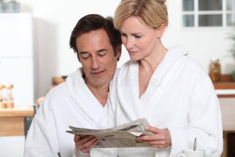 Paare am Frühstück lizenzfreie stockfotografie