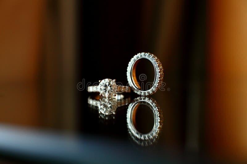 Paare Hochzeits-Ringe lizenzfreie stockfotos
