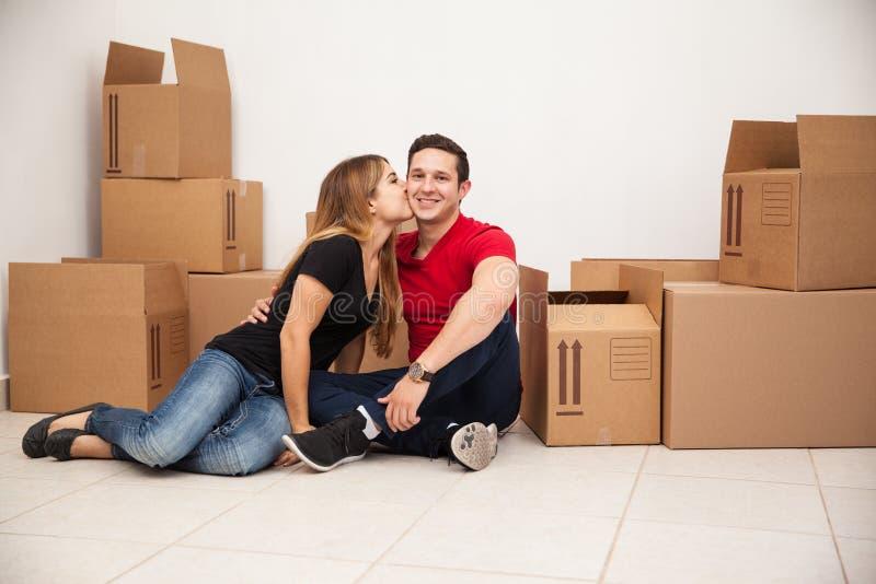 Paare in ihrem ersten Haupt lizenzfreie stockfotos