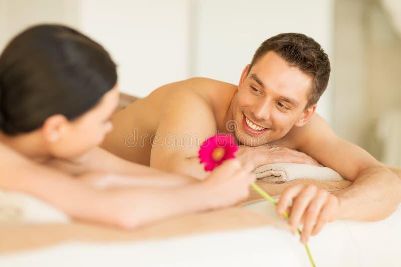Paare im Badekurort stockbilder