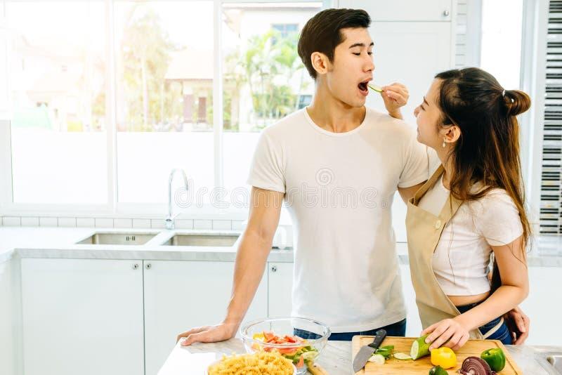 Paare im Haus lizenzfreie stockfotografie