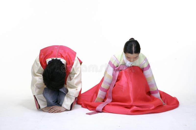 Paare im koreanischen Kleid lizenzfreie stockbilder
