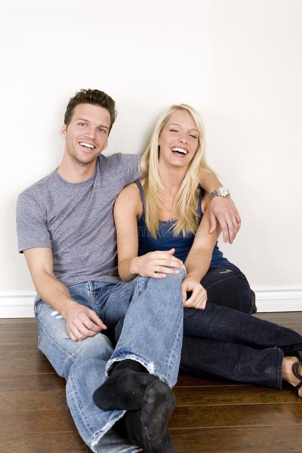 Download Paare im neuen Haus stockbild. Bild von glück, attraktiv - 9080447