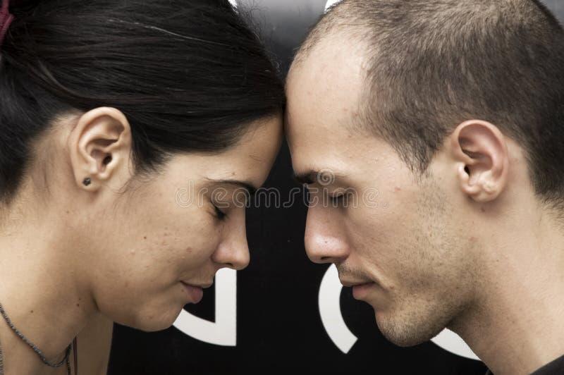 Paare Kopf-an-Kopf- lizenzfreies stockbild