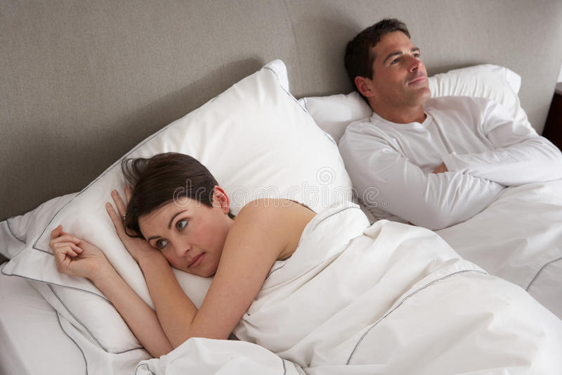 Paare mit den Problemen, die Widerspruch haben stockfotografie