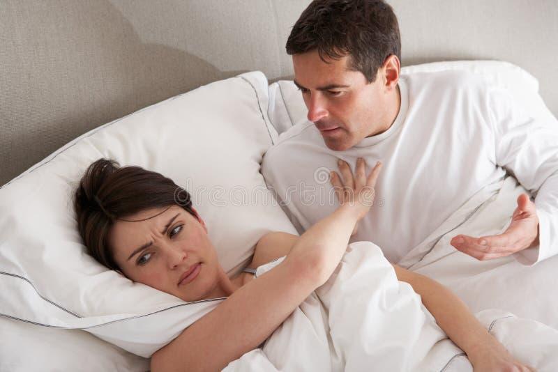 Paare mit den Problemen, die Widerspruch haben lizenzfreies stockbild