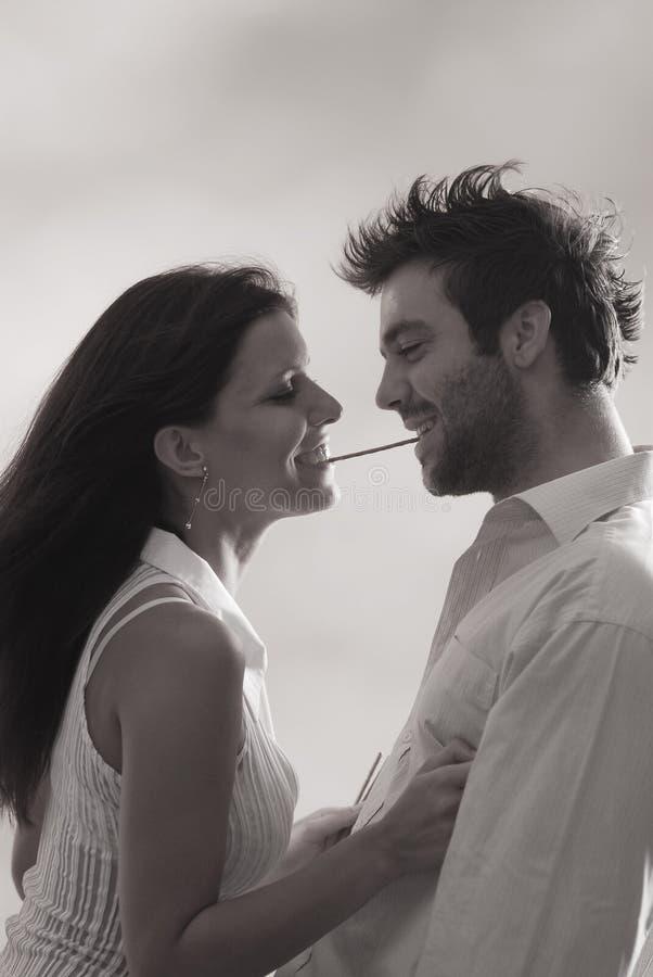 Paare mit einem salzigen Steuerknüppel lizenzfreies stockbild